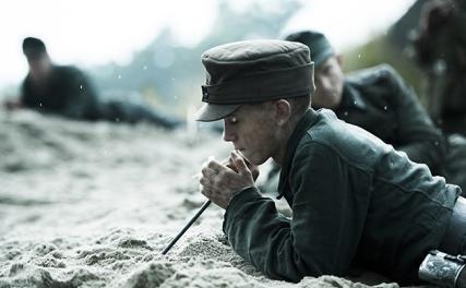 land-of-mine-sotto-la-sabbia-film-2016.jpg
